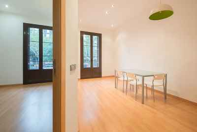 Big apartment with a terrace of 100m2 in the centre of Barcelona